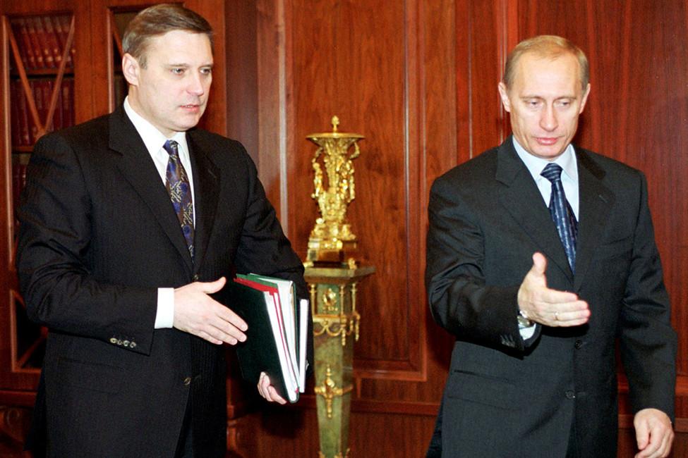 Почему Путин уволил Касьянова, но держит Медведева?   Путин и ...
