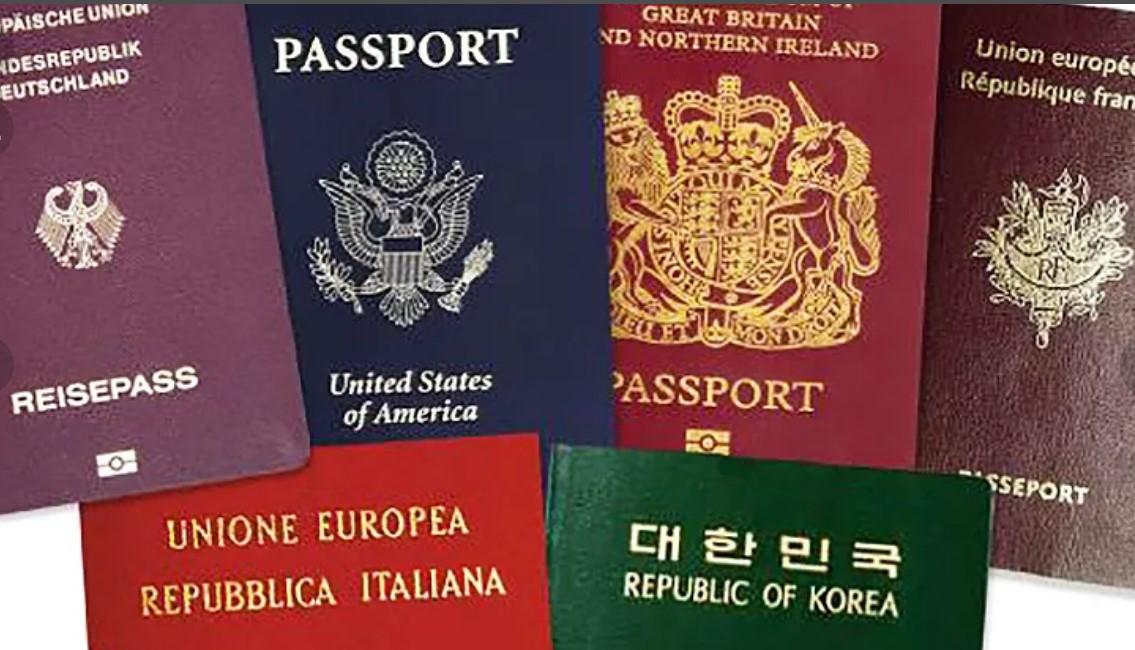 Путин запретил чиновникам иметь двойное гражданство