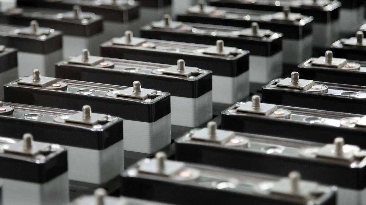 Прорыв в сфере аккумуляторов: Россия опережает Samsung в создании батареи нового поколения