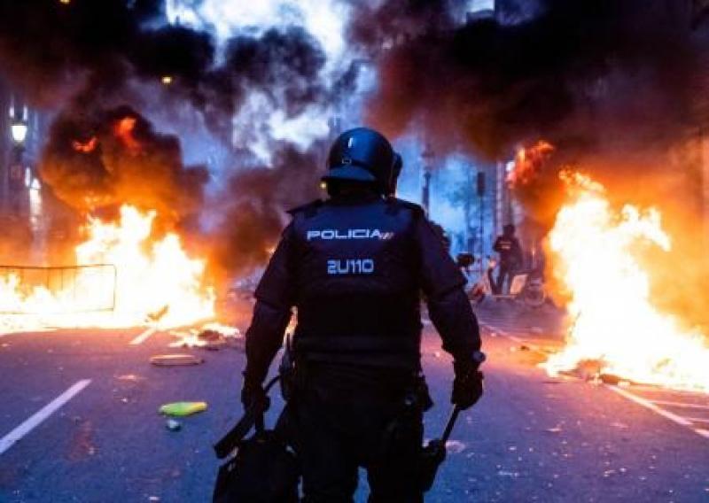 Страна невыученных уроков. Закручивание гаек в Барселоне уничтожает единую Испанию