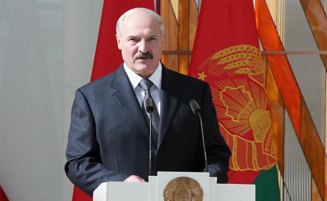 Зачем Лукашенко воюет с войной