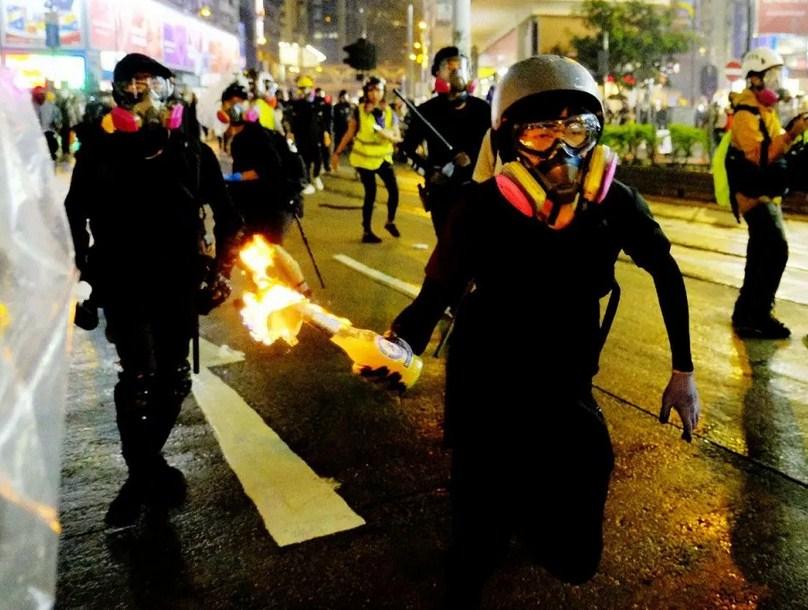 Есть ли у Пекина ответ на коктейли Молотова в Гонконге?