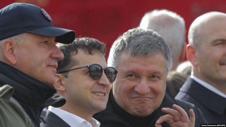 Зеленский и Аваков похоронят Украину и