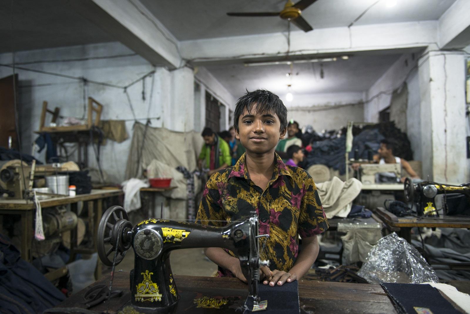 Вьетнамцы шьют массово одежду фото
