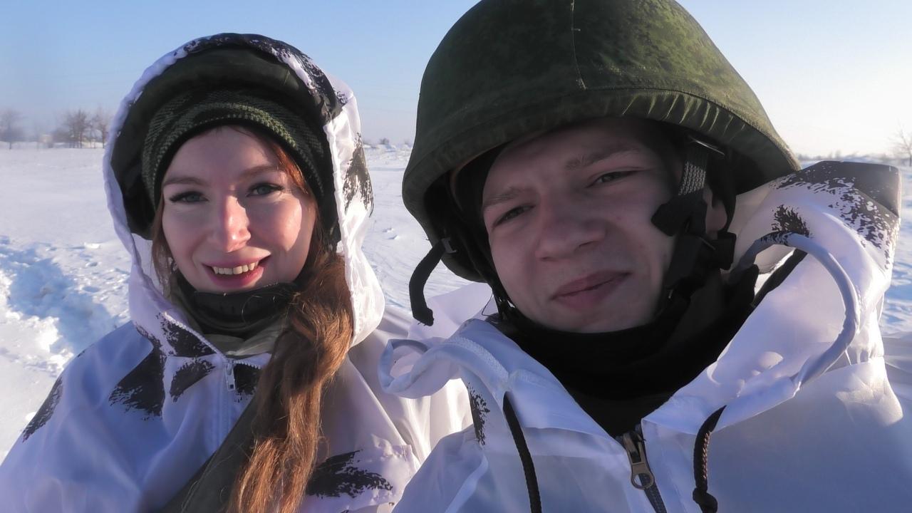 Военкор News-Front Екатерина Катина и офицер НМ ДНР позывной «Пуля»