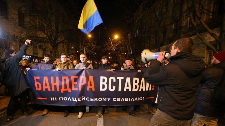 «Главное — Порошенко воюет с Россией». Во что верят политические украинцы