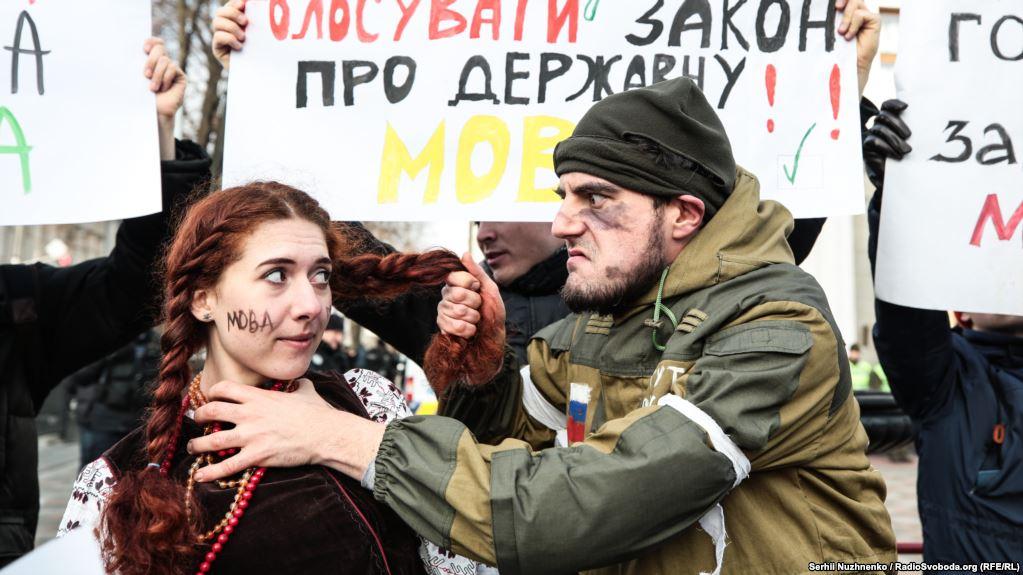 Трусиках по кругу русскую влагалища время родов