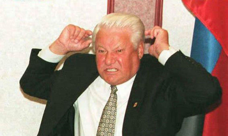 Ельцин в америке ссыт на колесо самолета