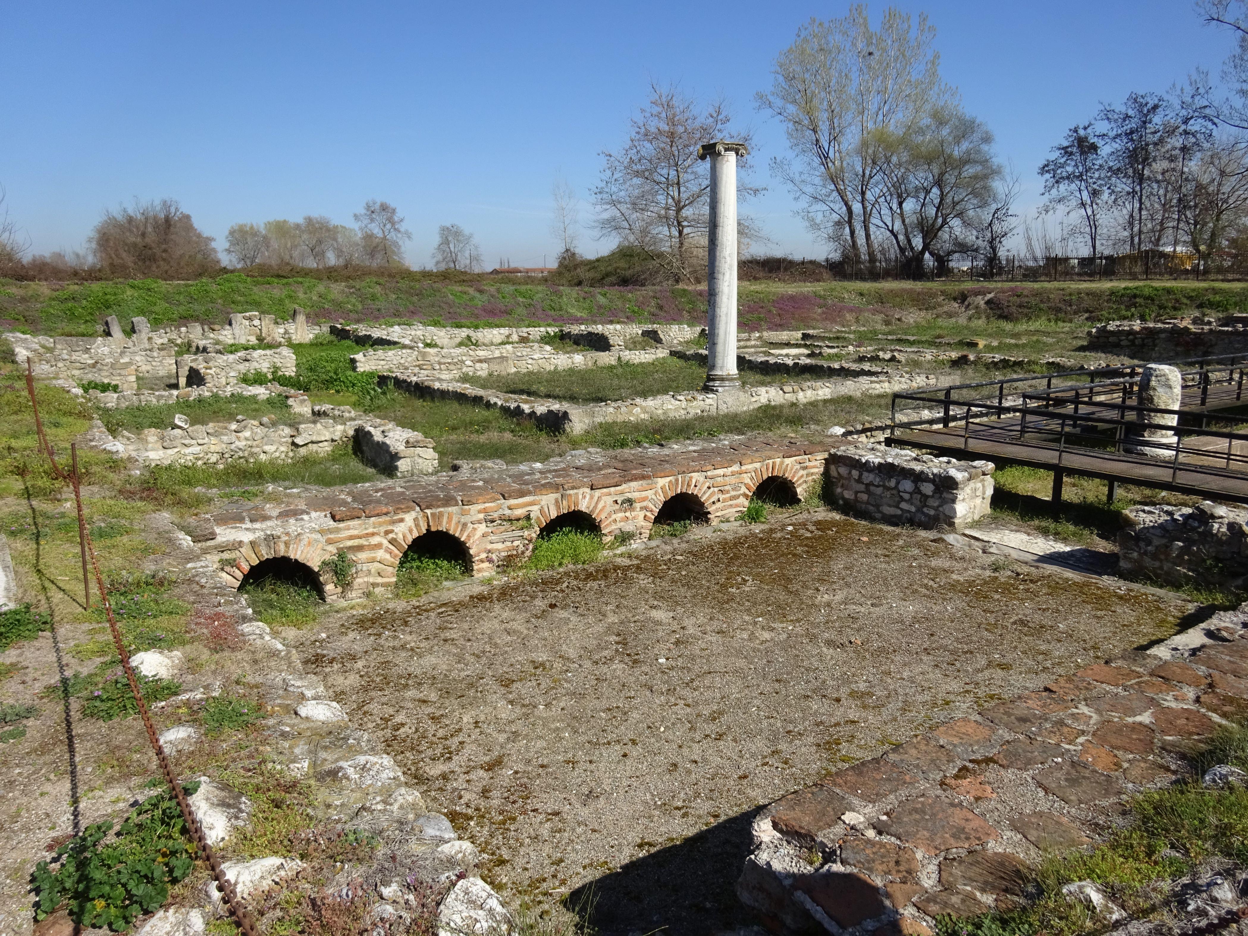 Рисунок 9. Руины города Дион.