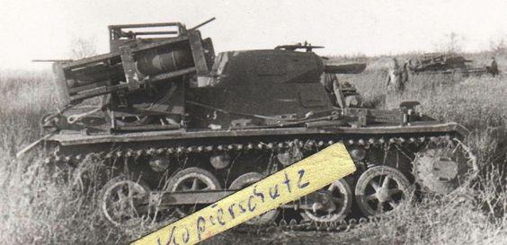 280 мм. реактивные фугасы на моторном отсеке немецкого танка Т-1 (И не боятся ни пуль . ни осколков..)