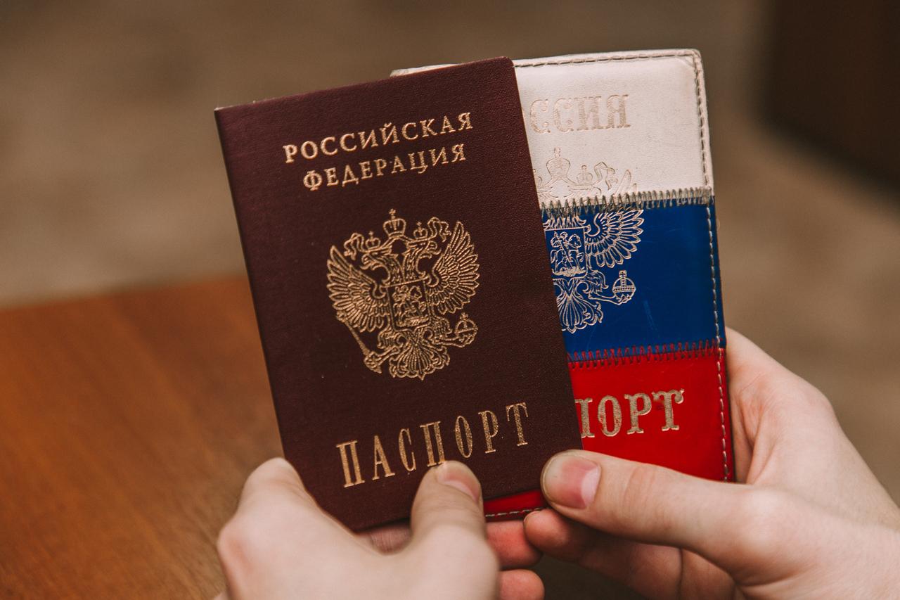 Граждане ДНР и ЛНР готовы получать российские паспорта Политика