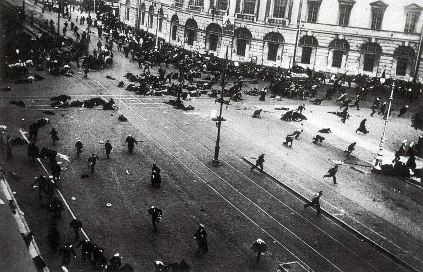 Невский проспект 17 июля 1917 года.