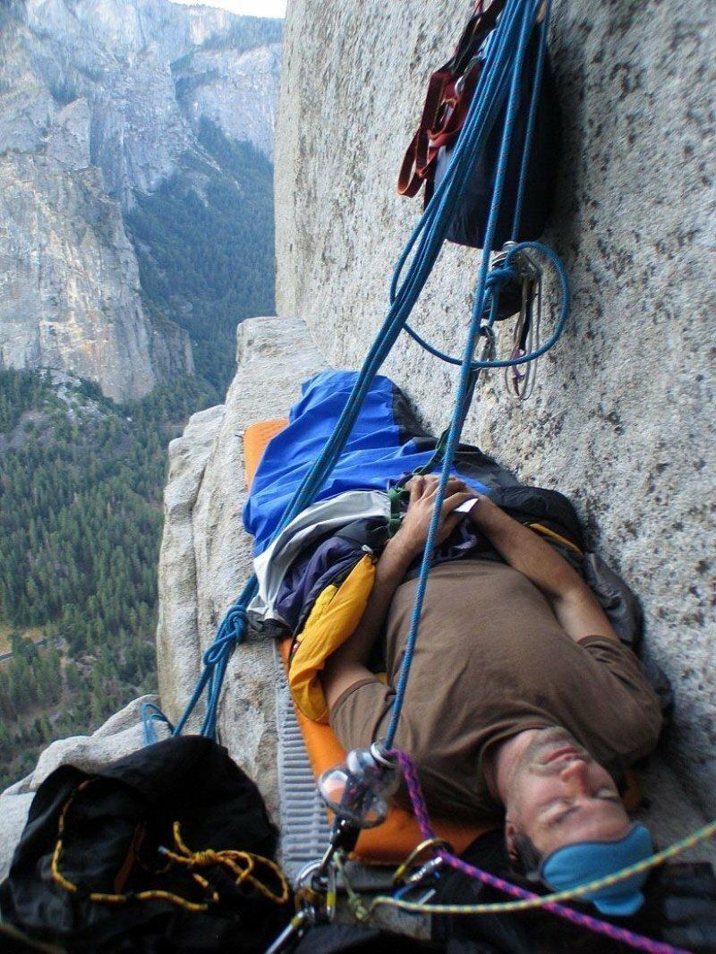 Кто-нибудь видел, как спят скалолазы? Это действительно страшно