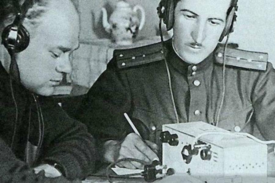 Александр Демьянов справа