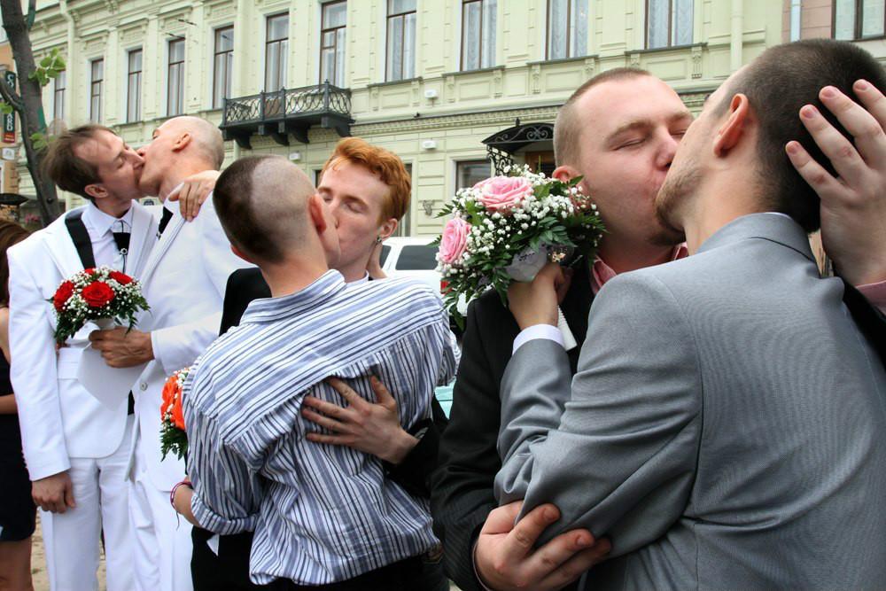 Российские геи, образовавшие «семейные пары».
