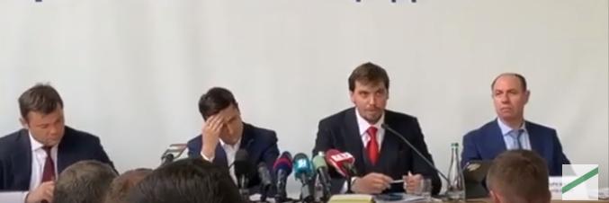 Видео со странным поведением Зеленского появилось в Сети