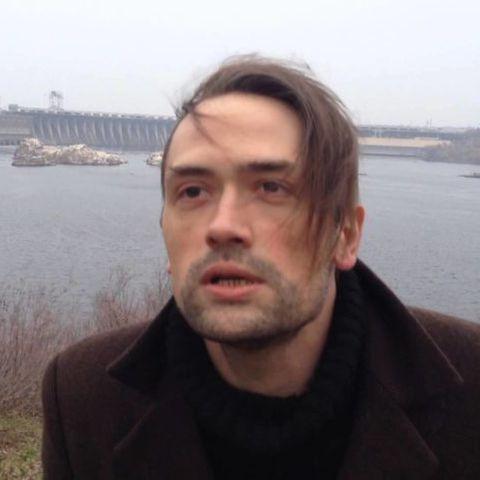 Актёр-каратель Пашинин стал нищим и просится снова сниматься в России