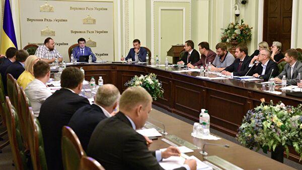 Украинских депутатов научили быть неподкупными и богатыми