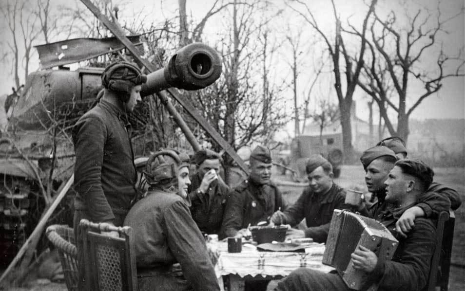 """""""Волк не может нарушить традиций..."""" или Почему у немецких танкистов не было шлемов"""