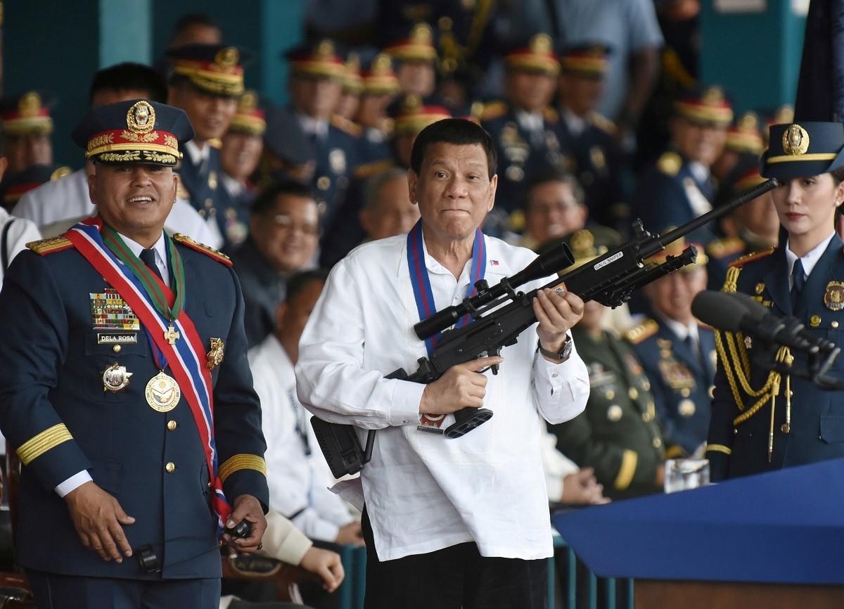 Президент Филиппин разрешил жителям стрелять в коррупционеров