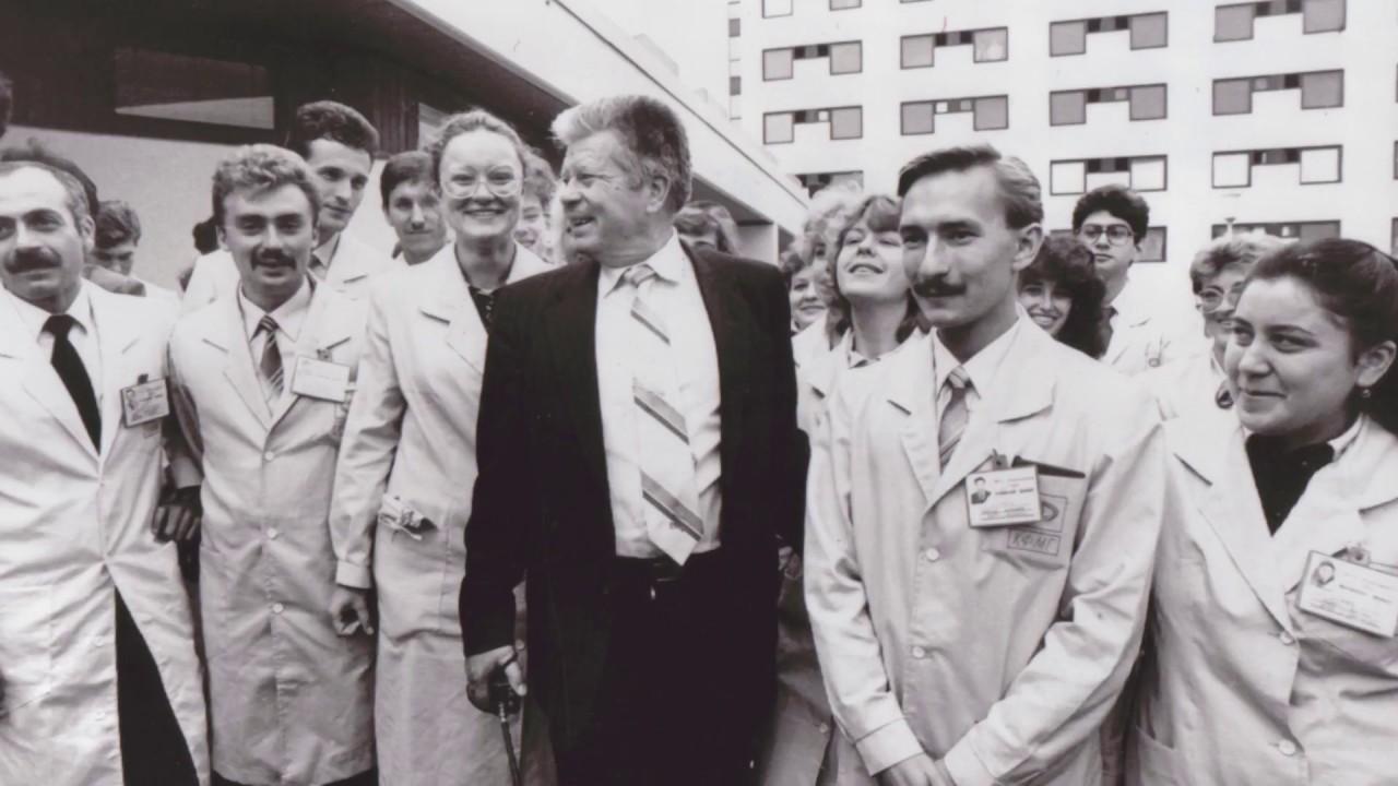 Святослав Фёдоров со своим трудовым коллективом.