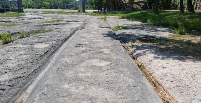 Таинственные колеи в камне. США.