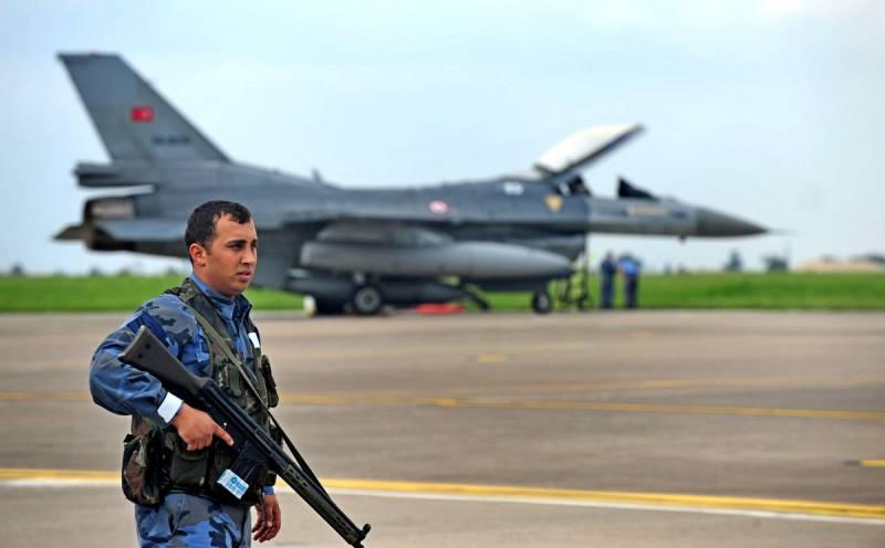 Неменее  20 человек стали жертвами авиаудара повоенному училищу вТриполи