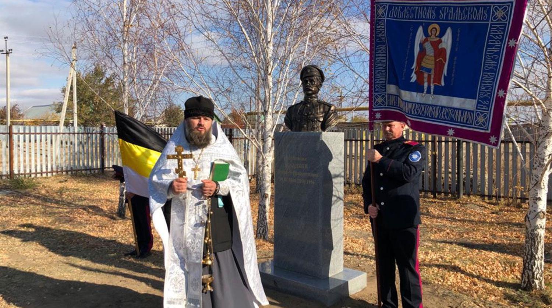 «Надо браться за топор»: внучку Чапаева возмутил памятник убийце её деда