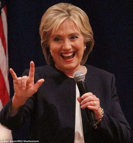Сатанистка Хиллари Клинтон.