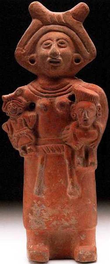 Фигура женщины с ребенком. Постклассический период 1325–1521. Глина.