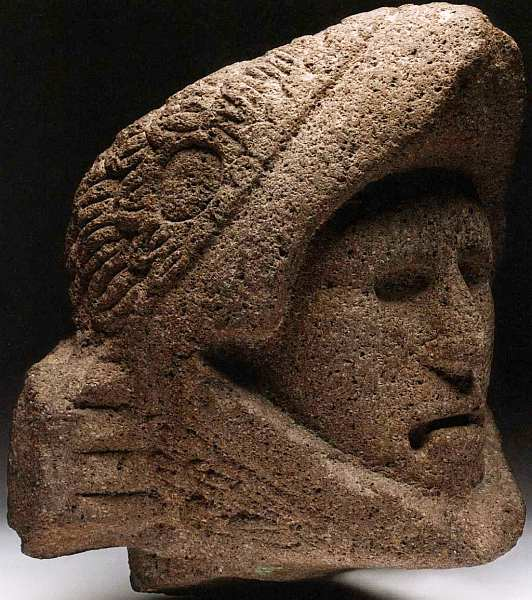 голова статуи воина-орла — представителя одного из двух высших воинских объединений, «рыцарских орденов» ацтеков