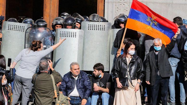 Армяне еще не осознали, что произошло