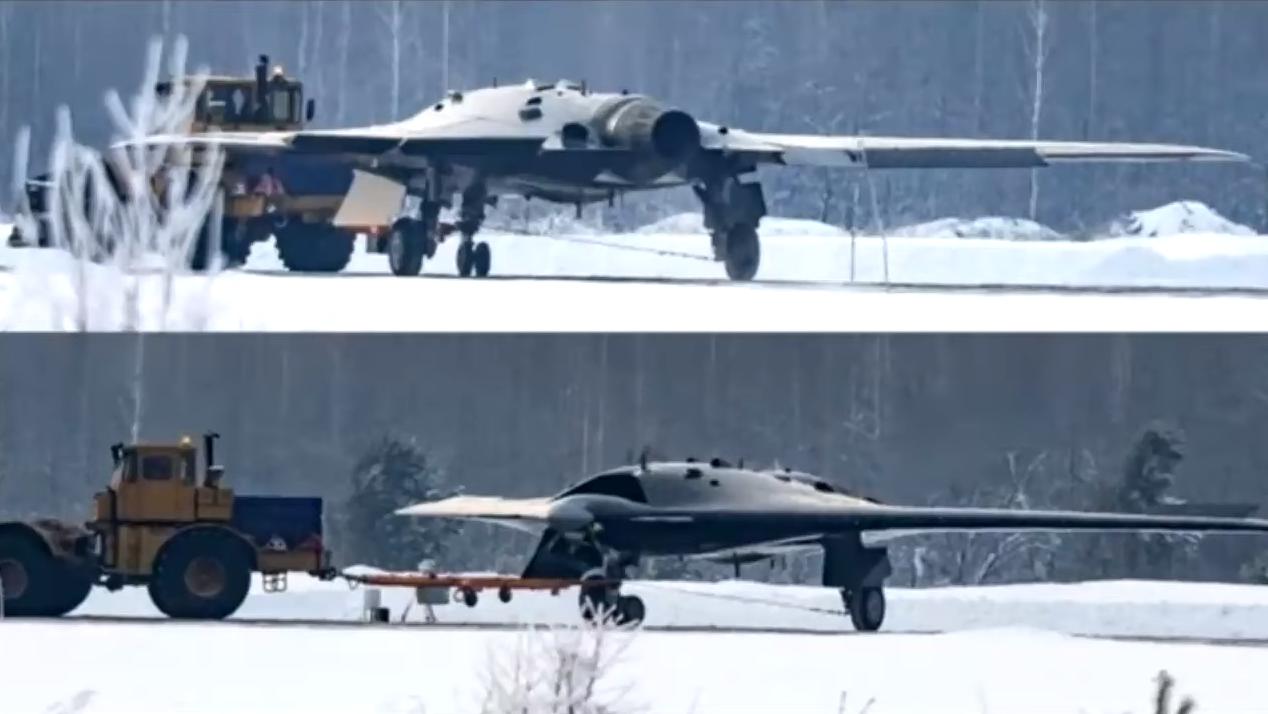 Россия представила беспилотник С-70 «Охотник» в качестве истребителя-перехватчика...