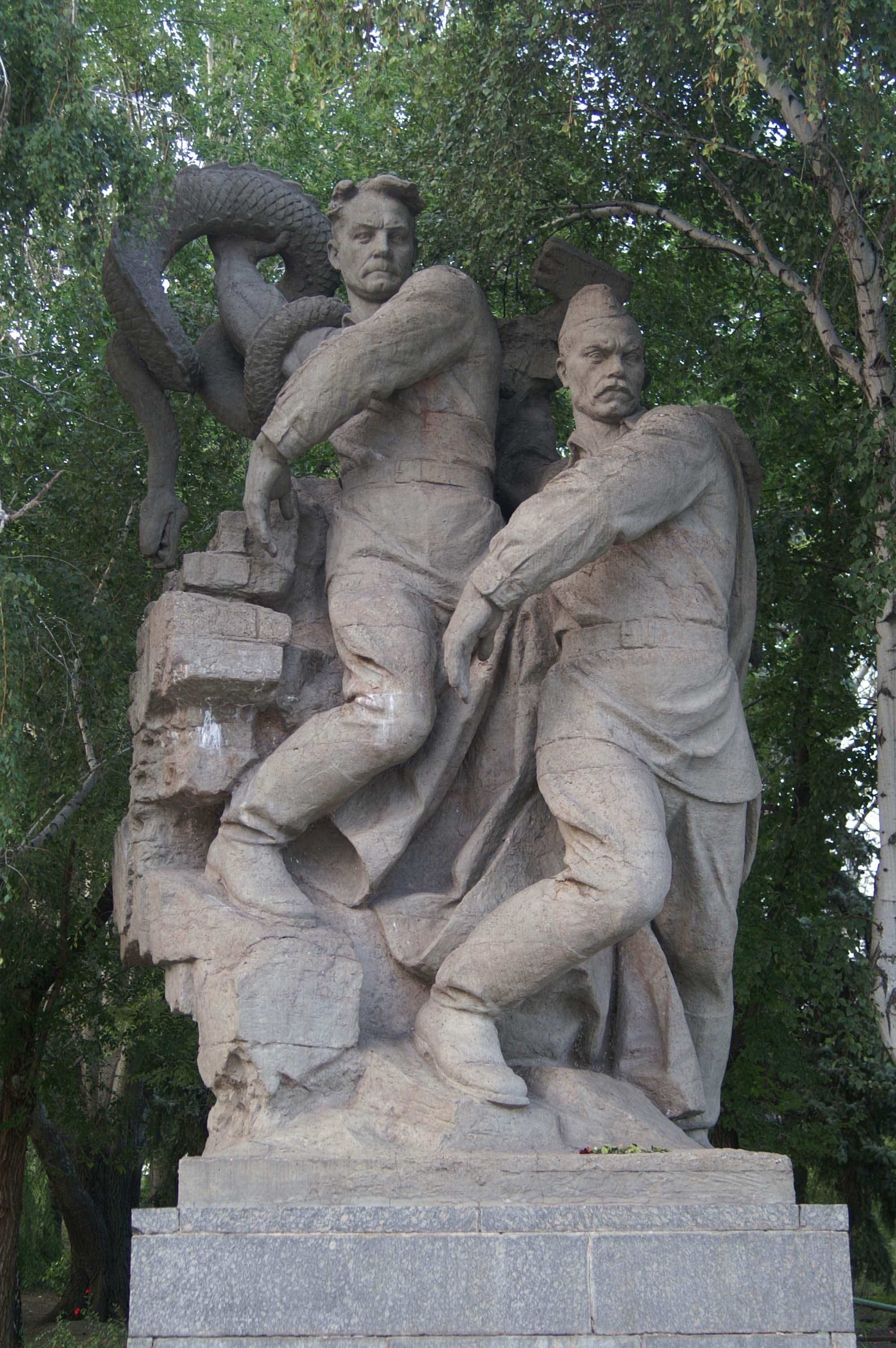 Тюменский барельеф или Как Темная Сила стирает Историю от Творца