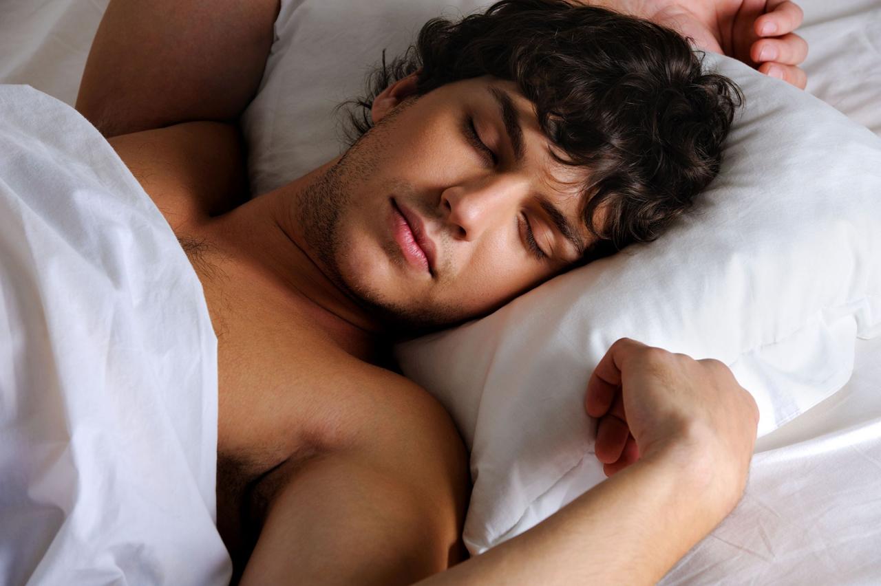 фото спящего красивого мужчины имеют