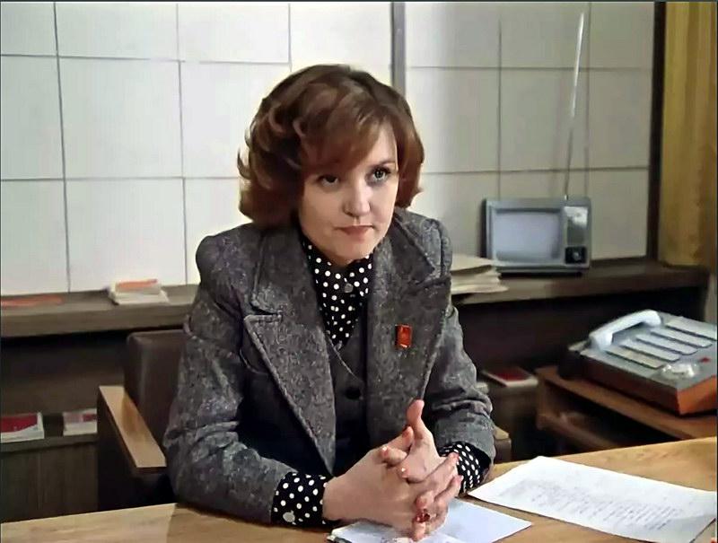 """Кадр из фильма """"Москва слезам не верит!"""": директор завода."""