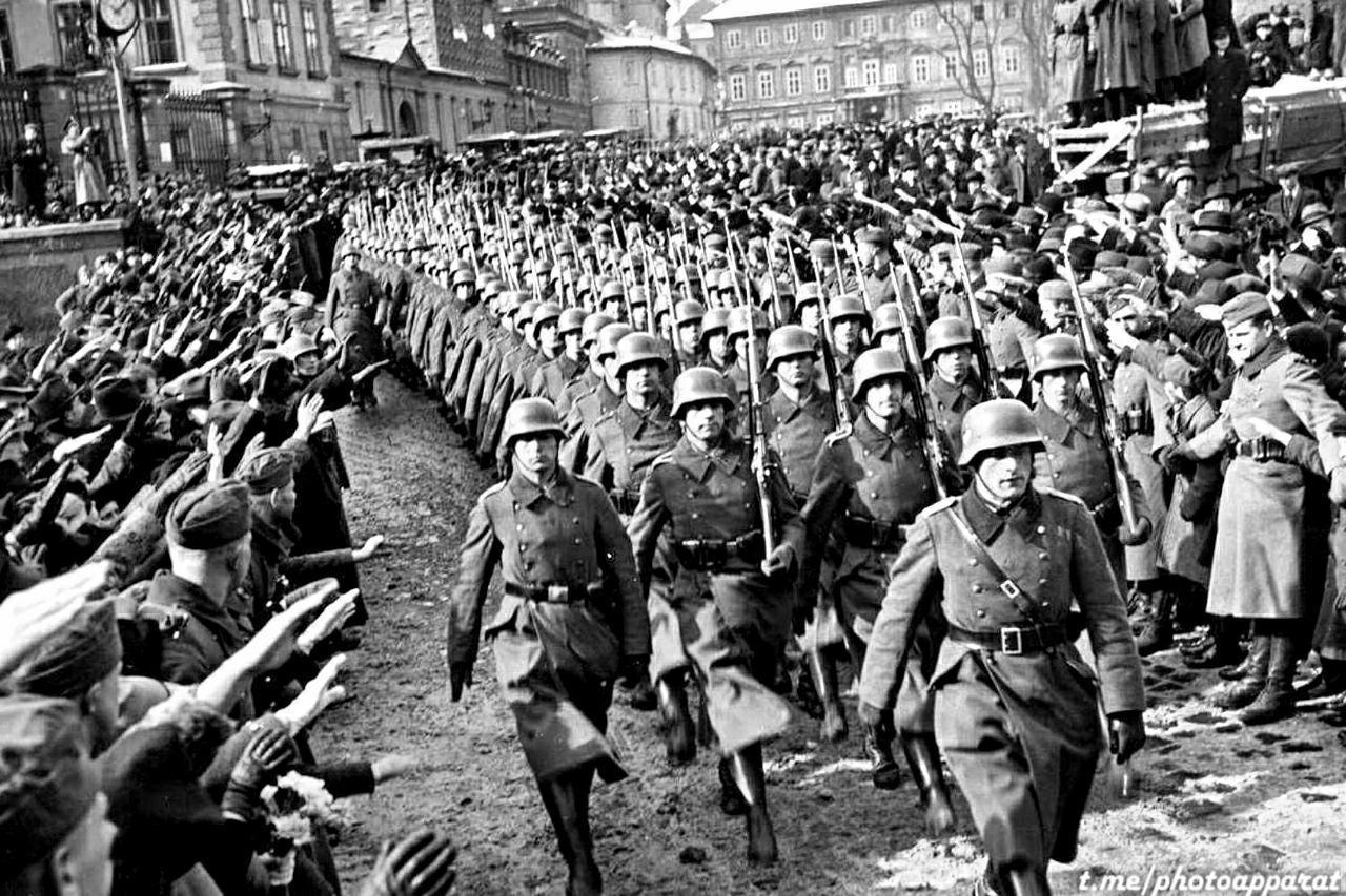 Под шумок коронавируса в Праге снесён памятник маршалу Коневу, спасшему ее от нацизма и разрушения 2