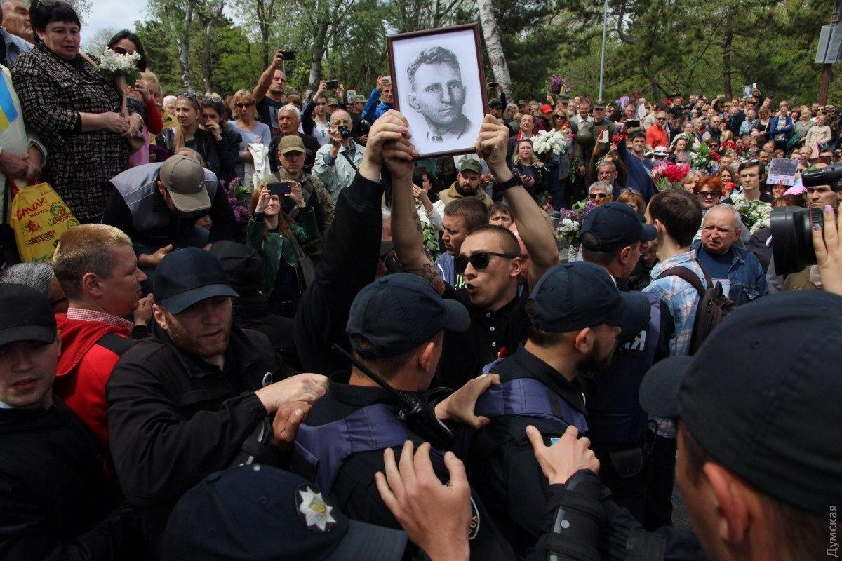Что общего у шавок Навального и украинских нациков типа Стерненко?