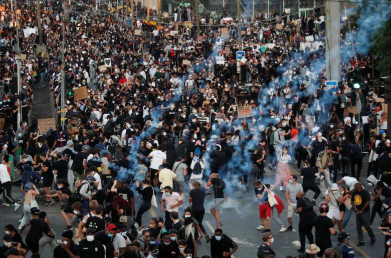 Францию накрыла волна протестов из-за смерти темнокожего Адама Траоре в полицейском участке Парижа 10