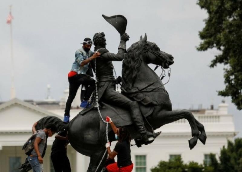 «Пацан сказал, пацан сделал!» После указа Трампа против вандалов сносы памятников прекратились