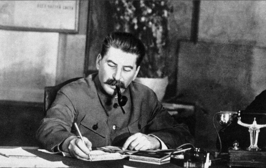 И.В.Сталин в своём рабочем кабинете в Кремле.