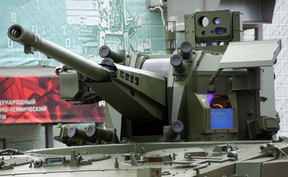 «I'll be back»: В России готовят робота для борьбы с роботами,<br>один из них был продемонстрирован на параде Победы в этом году...