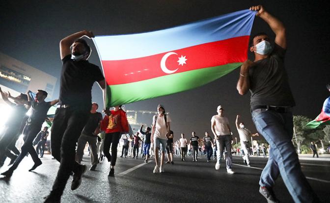 Чужая война в Москве: Армяне и азербайджанцы бьют друг друга на глазах москвичей