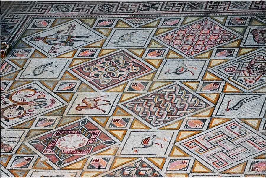Очень похоже на то, что подвижные свастики на этой мозаике изображают вездесущее движение Духа Святого.