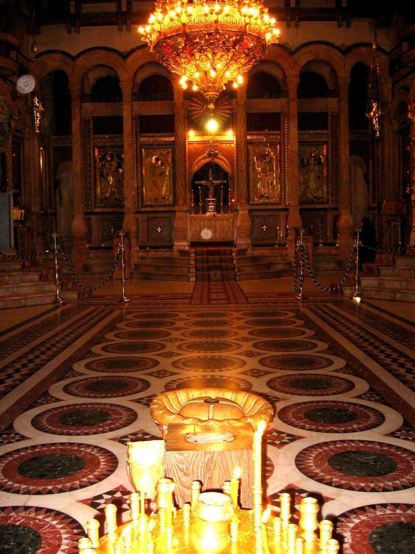 Храм Гроба Господня с чашей-меткой Пуп Земли.