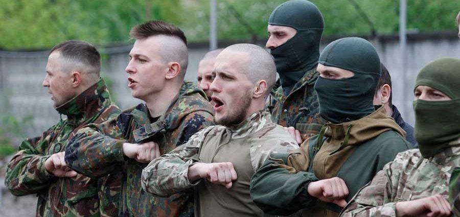 В день украинской независимости произошла массовая драка между «Азовом» и ВСУ