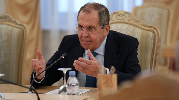 Лавров предложил Меркель выбор между Россией и Навальным
