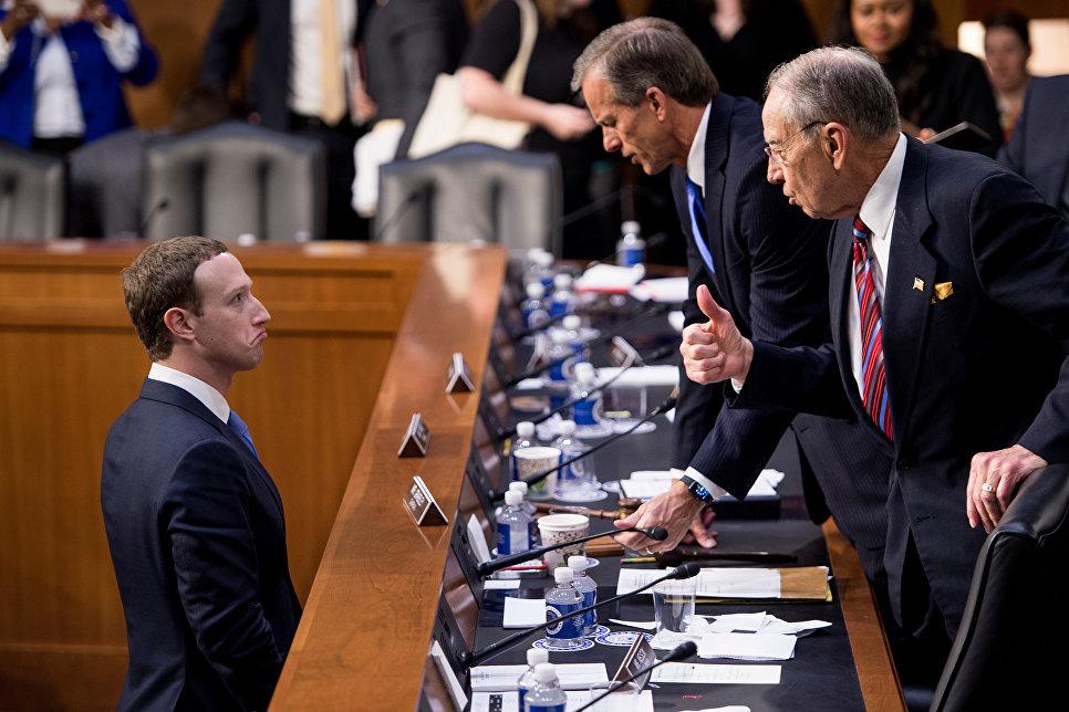 Демократы приступают к зачистке Facebook