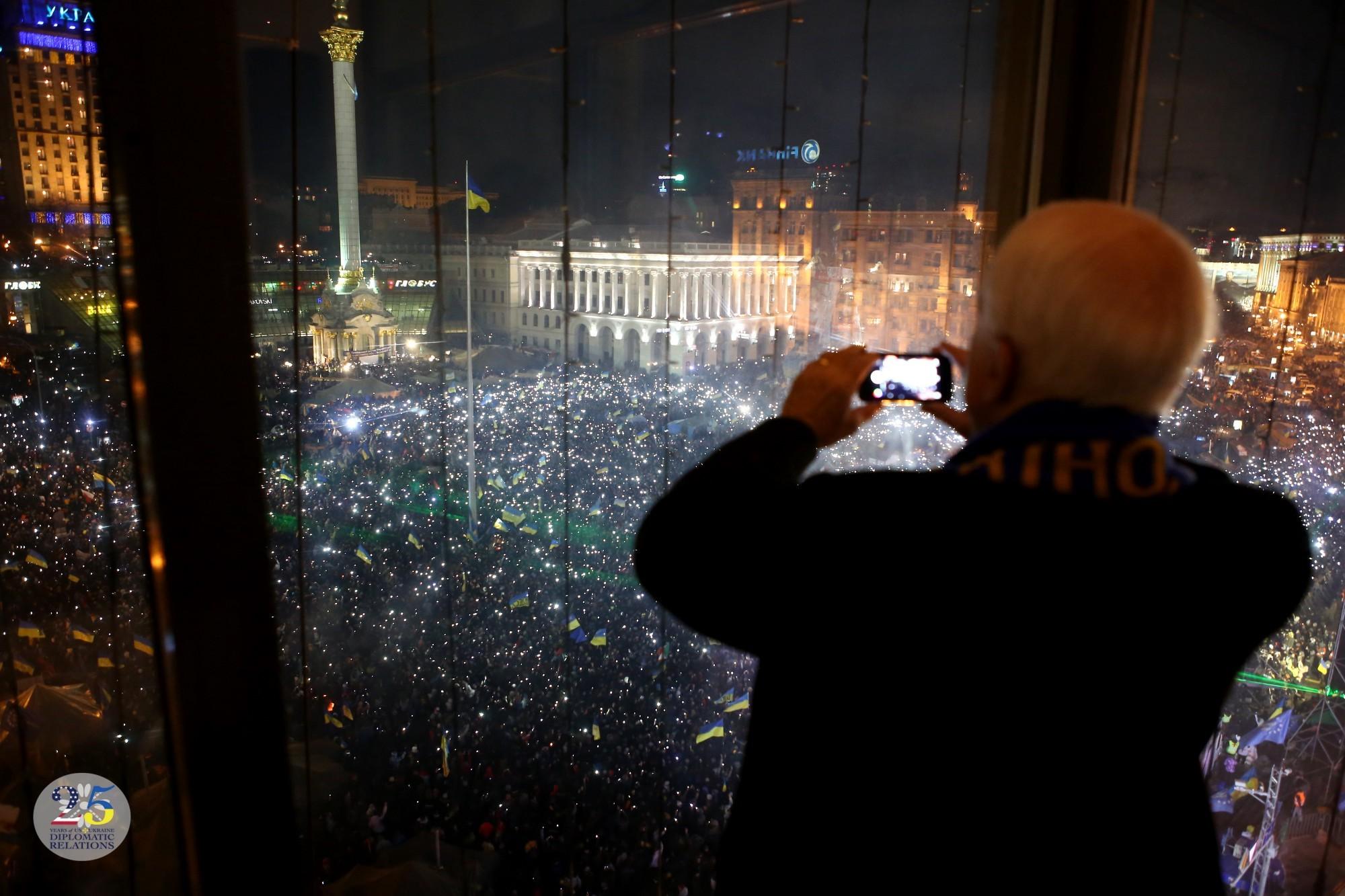 Посвети фонариком Навальному в зад