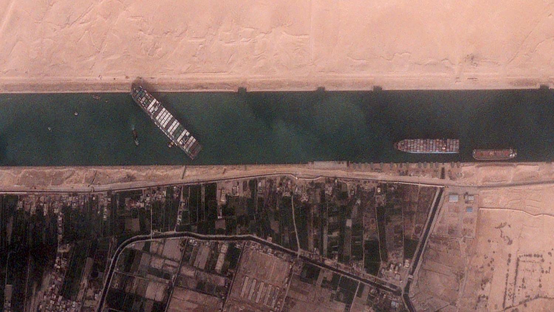 Авария на Суэцком канале. Фото из космоса.